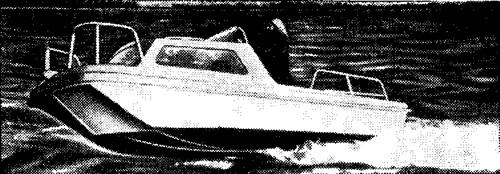 Английский пятиметровый пластмассовый тримаран «Лоцман» с рубкой
