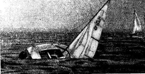 Бортовые отсеки не дают швертботу класса «Кадет» лечь парусами на воду
