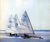 Буера класса DN на озере Юлемисте близ Таллина