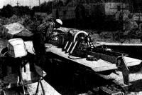 Чемпион СССР 1973 г. К. Мартищенко у своего глиссера