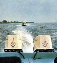 Два мотора «Привет» на лодке
