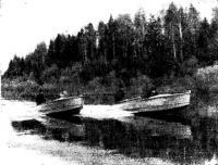 Две мотолодки на реке