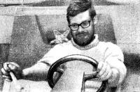 Джон Уокер за рулем Плейнсейла