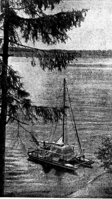 Фото катамарана «Север» у берега