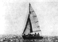 Фото яхты «Миния» под парусами