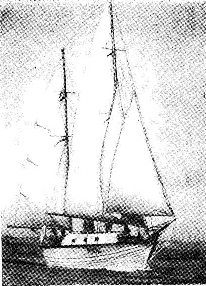 Фото яхты «Русь» под парусами