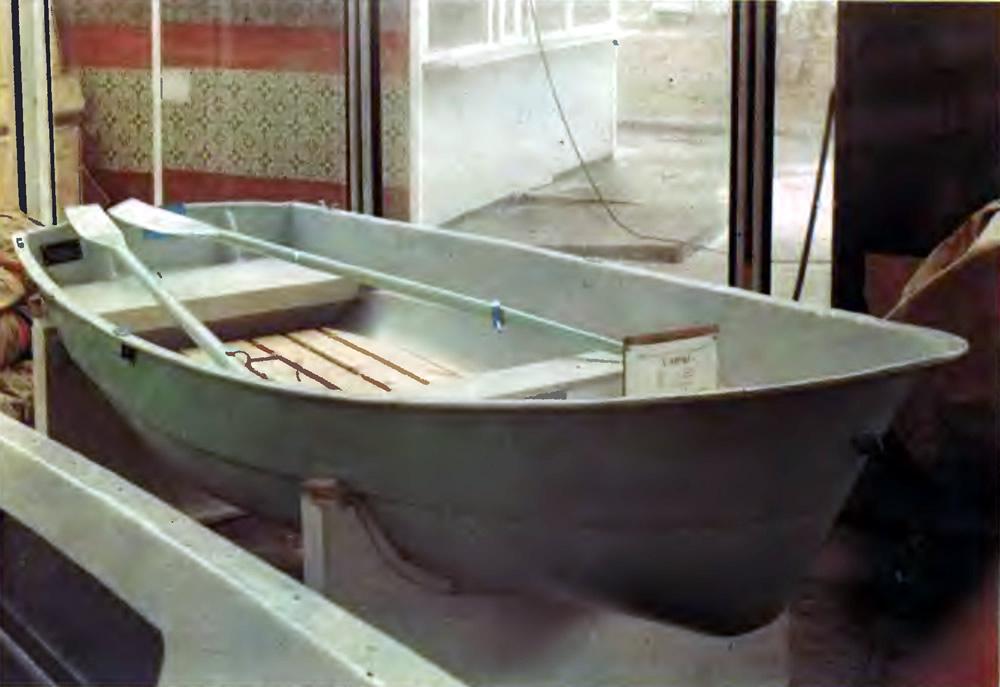 пластиковая лодка березка