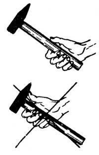 Как правильно держать молоток