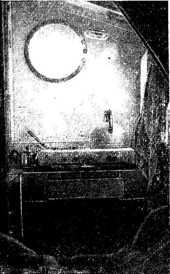 Камбуз, вид в корму из каюты левого корпуса