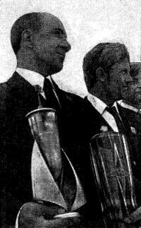 Капитан «Риги» Г. М. Шмыгун с победными кубками