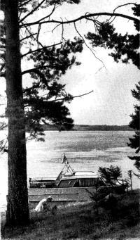 Катер «Турист» возле берега
