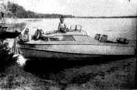 Катер у берега