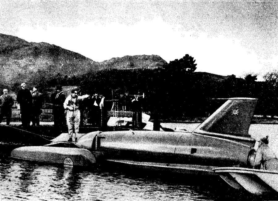 Кэмпбелл перед последним заездом на озере Конистон