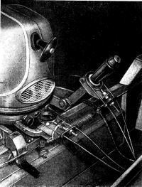 Крепление системы дистанционного управления на моторе