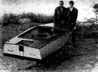 Лодка без мотора на берегу