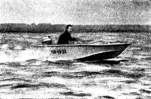 Лодка «Москвичка» на воде