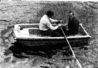 Лодка на ходу на веслах