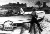 Лодка на самодельной тележке