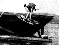 М. Раамат начинает сальто в прыжке с трамплина