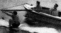 Момент выхода лыжника из воды