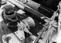 Мощный битенг и якорно-швартовная лебедка на баке