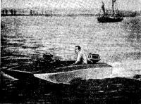 Мотолодка-катамаран конструкции Дж. Тейлора с подачей воздуха под днище