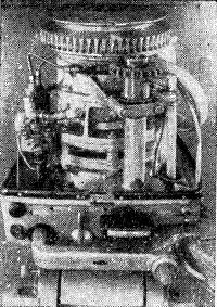 Мотор «Привет» со снятым капотом