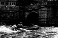 На надувной лодке с новым «Ветерком-14» ульяновец Ю. Гаранин