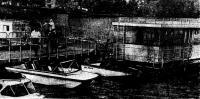 На плаву тримаран «Сарган», мотолодка «Юг-2500» и большая плавучая дача