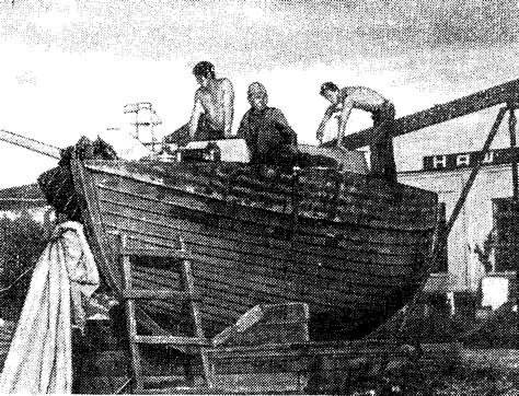 Наша яхта е постройке: монтируем рубку