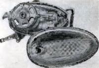 Общий вид капота, облицованного пенорезиной