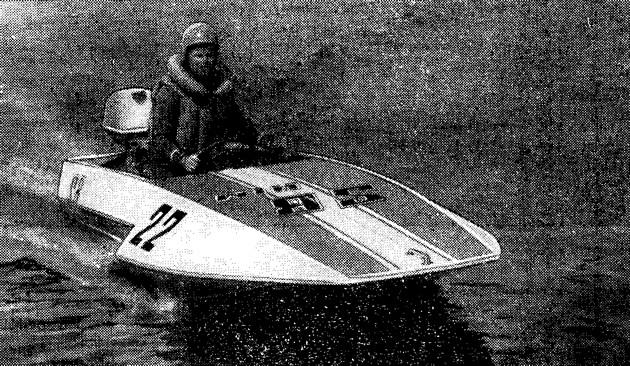 Победитель гонок в классе SB Г. П. Макиенко на лодке своей конструкции