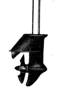 Подводная часть дейдвуда подвесного мотора с валом и тягой реверса