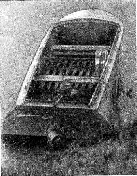 Полиэтиленовая лодка с водометным движителем, построенная И. А. Танасовым