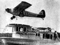 Посадка самолета на плавучую дачу