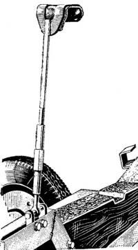 Приспособление с винтовой натяжкой для крепления бортов лодки на трейлере