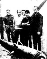 Пушка фрегата «Ассошиэйшн», поднятая английскими водолазами