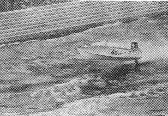 Рис. 4. Пластмассовая лодка идет «на одном винте»