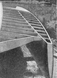Рис. 7. Поплавок тримарана Х. Николя на стапеле