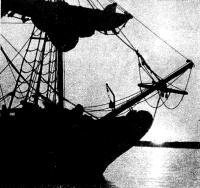 Силуэт «Невы» на фоне заката