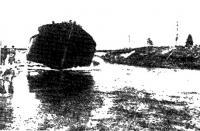 Спуск на воду деревянной баржи, построенной в устье Сяси