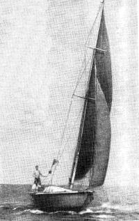 Стеклоцементная яхта «Новинка» в море