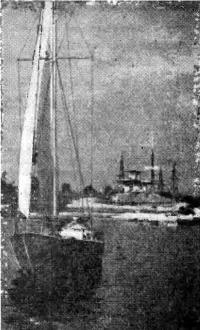 Стеклоцементная яхта «Порыв» в заливе яхт-клуба