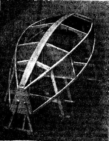 Строящийся корпус швертбота на стапеле
