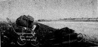 Так снаряжение и лодка (справа) были доставлены ка берег Уды