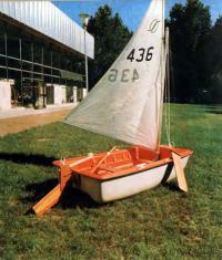 Универсальная модель французской прогулочной лодки «Спортиак-2» с парусом