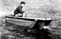Вид спереди на лодку «Автомобилист»