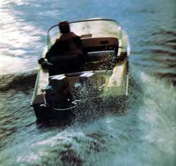Вид сзади на лодку «Нептун»