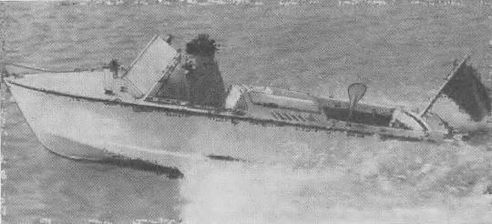 Водометный катер конструкции В. Дзякевича на ходу