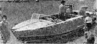 Водометный катер Ю. Багликова на заправке